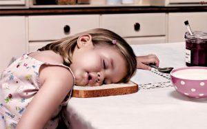 Consejos para dormir mejor - Cuida tus hábitos de alimentación y sueño